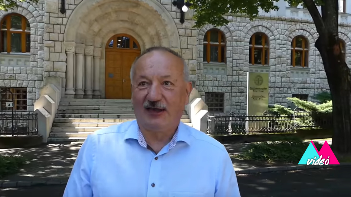 A PTE rektora is bevállalta! Szerepet vállalt az egyetem új videóklipjében! VIDEÓ!